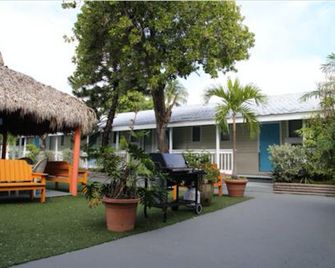 Seashell Motel & Key West Hostel - Кі-Уест - Building