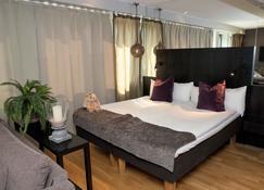 Hotel by Maude Solna - Solna - Bedroom