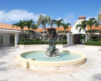 Hotel La Vista Azul - Providenciales - Building