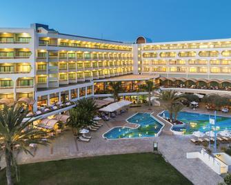 Constantinou Bros Athena Royal Beach Hotel - Пафос - Здание