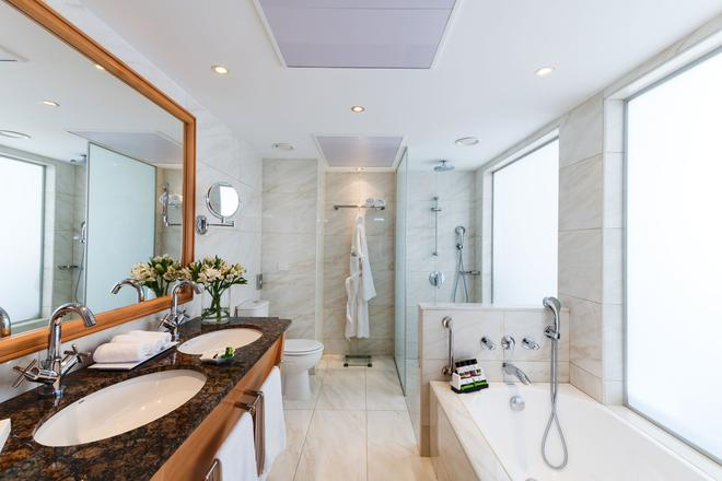 Constantinou Bros Athena Royal Beach Hotel - Πάφος - Μπάνιο
