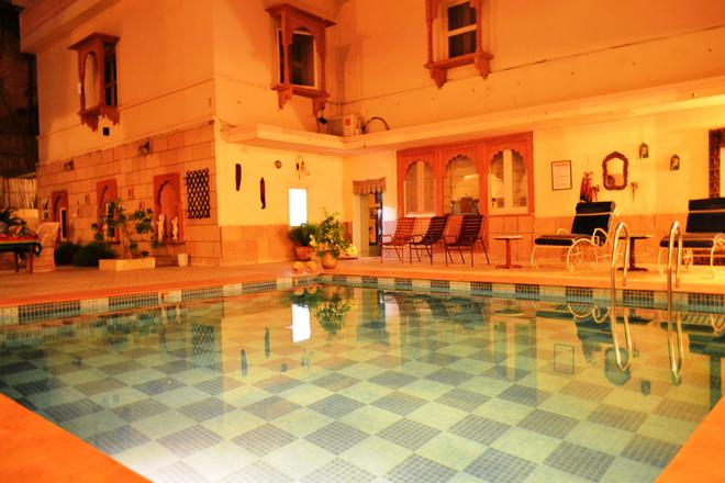 Suryaa Villa - A City Centre Hotel - Jaipur - Piscina