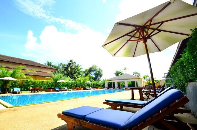 Tinidee Hotel @ Ranong - Mueang Ranong - Pool