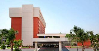 Ontario Airport Hotel & Conference Center - Ontario - Edificio