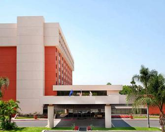 Ontario Airport Hotel & Conference Center - Ontario - Gebouw