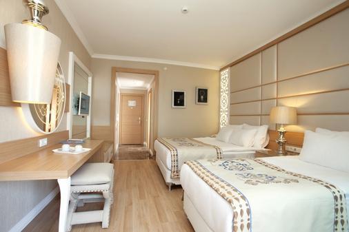Quattro Beach Spa & Resort - Alanya - Phòng ngủ