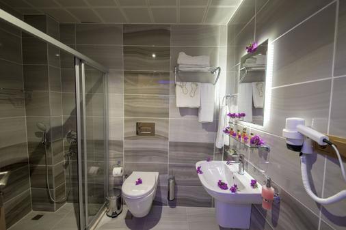 Kayi Hotel - Fethiye - Bathroom