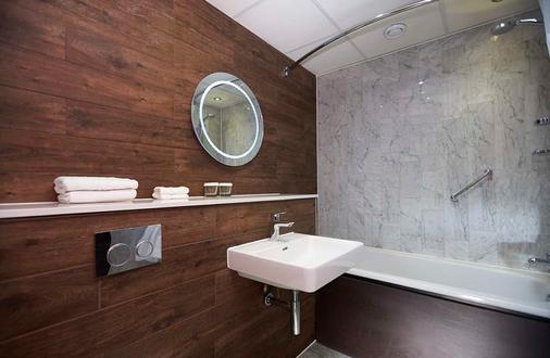 倫敦多克蘭河濱希爾頓逸林酒店 - 倫敦 - 浴室