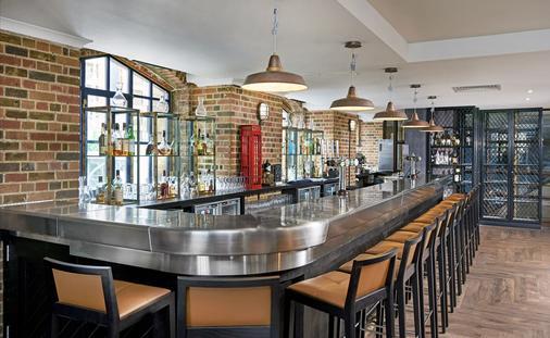 倫敦多克蘭河濱希爾頓逸林酒店 - 倫敦 - 酒吧