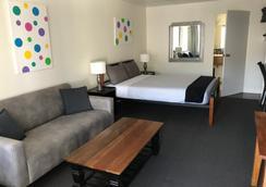 Cook's Endeavour Motor Inn - Tweed Heads - Bedroom