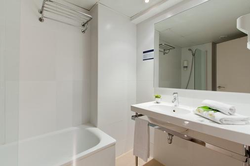 Hotel Sagrada Familia - Barcelona - Bathroom