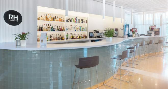 Hotel RH Ifach - Калп - Пляж