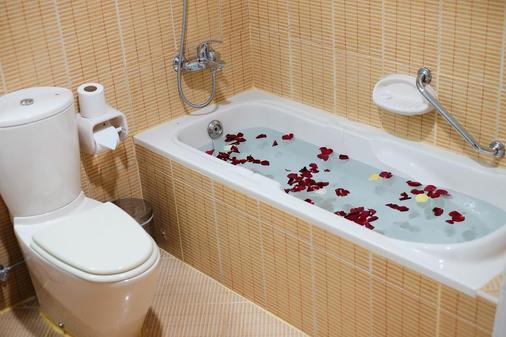 拜提公寓式酒店 - 杜拜 - 杜拜 - 浴室