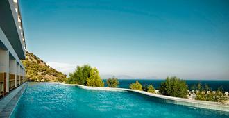 Mitsis Family Village Beach Hotel - Kardamena - Piscina