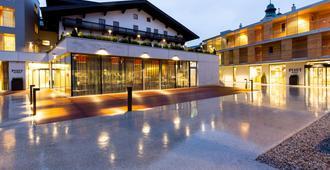 Hotel & Wirtshaus Post - St. Johann in Tirol - Rakennus