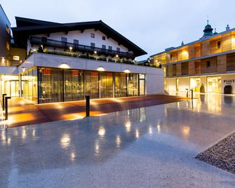 Hotel & Wirtshaus Post - St. Johann in Tirol - Building