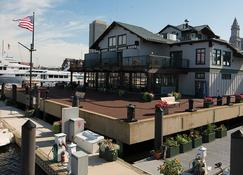 Boston Yacht Haven Inn & Marina - Boston - Building