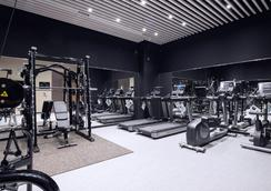Oakwood Hotel & Apartments Shin-Osaka - Osaka - Gym
