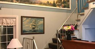 Admirals Ocean Inn - Belfast - Stairs