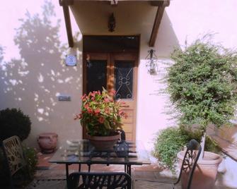 Cerasola Bed & Breakfast - Campello Sul Clitunno - Hoteleingang