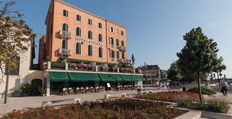 Hotel Riviera - Venice - Building