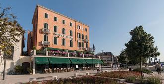 โรงแรมริเวียร่า - เวนิส - อาคาร