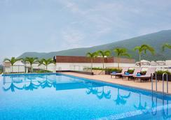 Fairfield by Marriott Visakhapatnam - Visakhapatnam - Pool