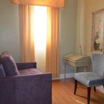 Hotel 1110 - Monterey - Living room