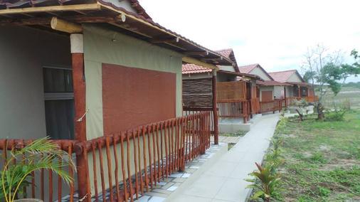 Ngalumwe Lodge - Vilanculos - Building