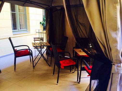 Dubai Hotel - Budapest - Balcony