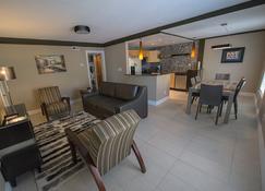 Plaza 2700 Luxury Beach Suites - Virginia Beach - Wohnzimmer