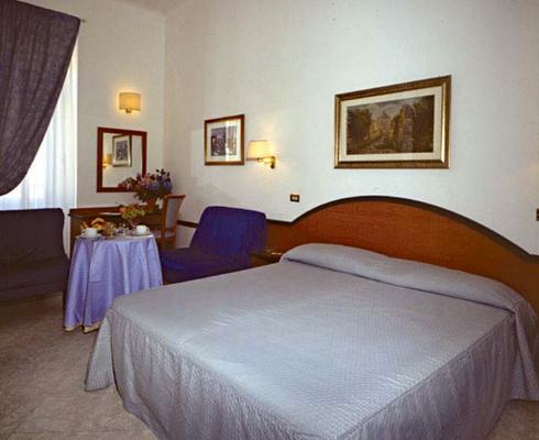 Hotel Sonya - Rooma - Makuuhuone