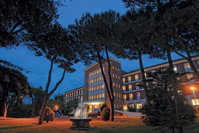 Ele Green Park Hotel Pamphili - Rome - Building