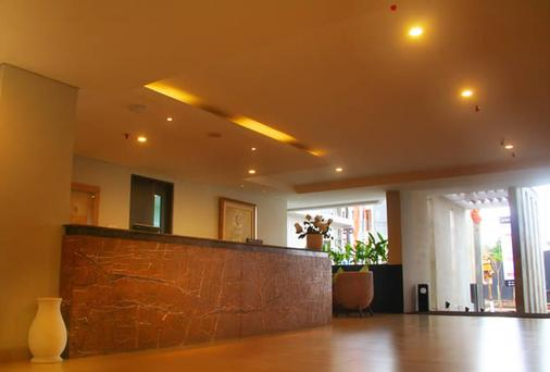 The Edelweiss Boutique Hotel Kuta - Kuta - Front desk