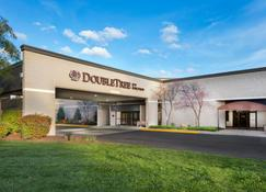 DoubleTree by Hilton Lawrence - Lawrence - Building