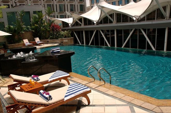 Peninsula Excelsior Hotel - Singapur - Piscina