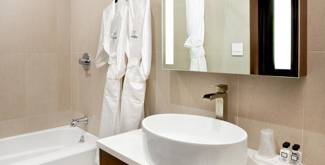 Porter Square Hotel - Cambridge - Bathroom