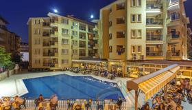 Kleopatra Royal Palm Hotel - Alanya - Rakennus