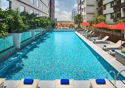 柔佛州新山阿瑪里酒店 - 新山 - 柔佛巴魯 - 游泳池