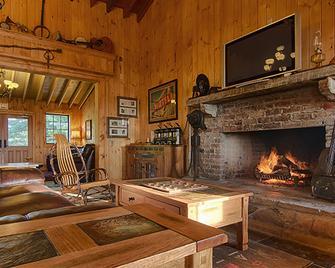 The Smokehouse Lodge and Cabins - Monteagle - Obývací pokoj
