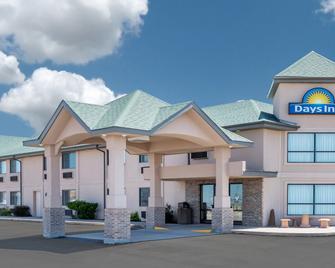 Days Inn by Wyndham Sidney - Sidney - Building