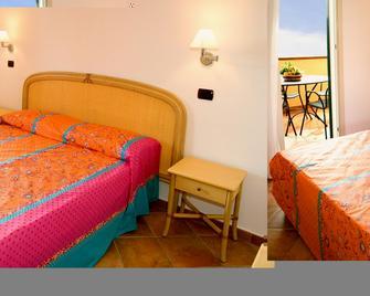 Residence Le Tartarughe - Letojanni - Schlafzimmer