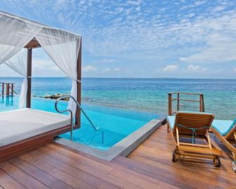Furaveri Island Resort & Spa - Furaveri - Pool