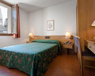Hotel And Wellness Patriarca - San Vito al Tagliamento - Schlafzimmer