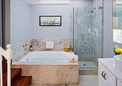 Newport Beach Hotel, A Four Sisters Inn - Newport Beach - Phòng tắm