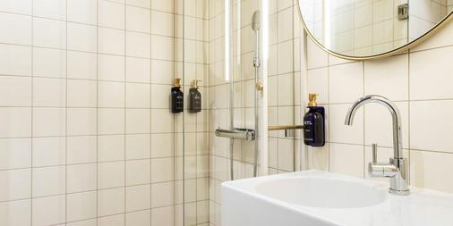 Scandic No. 53 - Stockholm - Bathroom