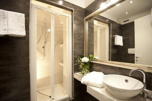 Luxury on The River - Rome - Bathroom