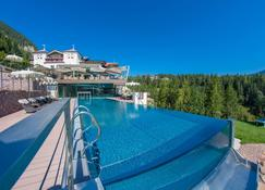 Hotel Albion Mountain Spa Resort Dolomites - Ortisei - Piscina