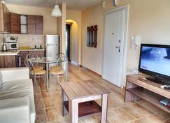 StayInn Bellevue Apartments - Keramoti - Wohnzimmer