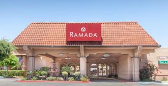 Ramada by Wyndham Fresno North - פרסנו